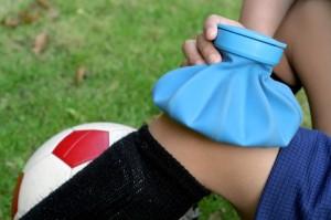 Лечение ушиба колена: методи традиционной медицини против народних способов