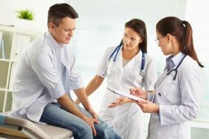Ортопед или ревматолог: кто что лечит и в чем отличия
