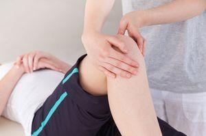 Острая боль в коленном суставе